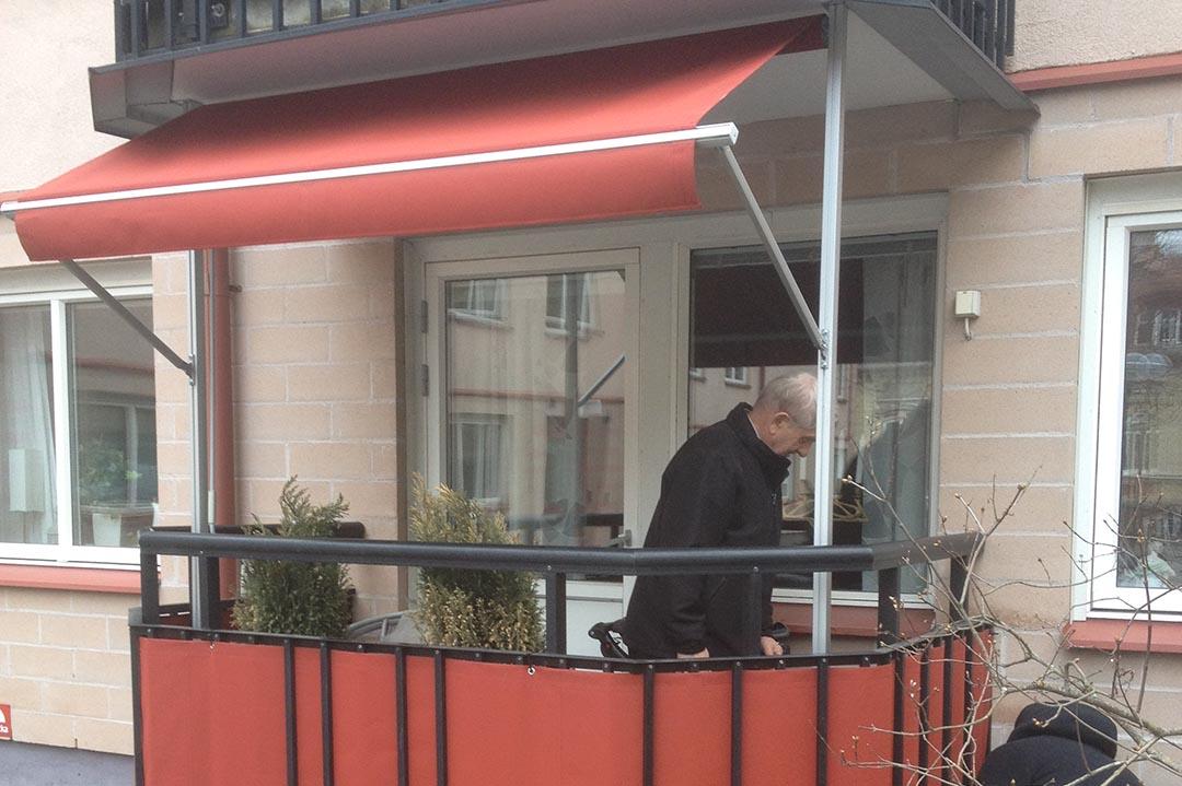 Markis till balkongräcke